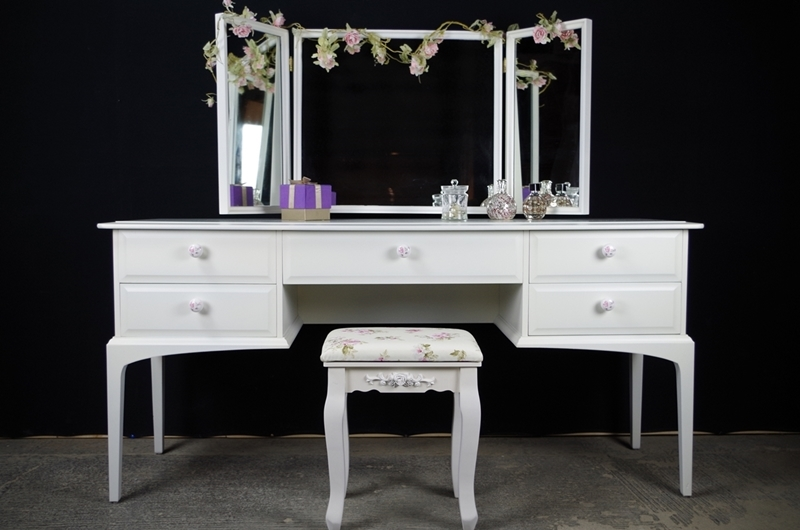 Stag dressing table and stool vintage roses painted for Retro dressing table