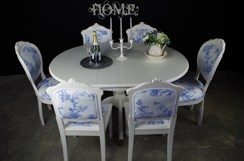 French Style Extending Dining Table With 4 Antique And 2 Vintage Louis Chairs