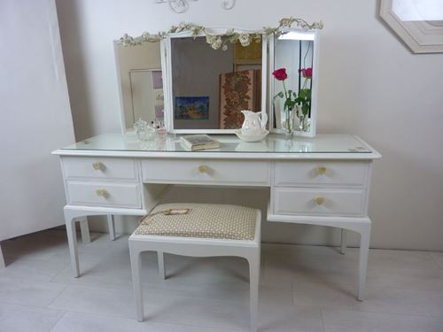 Picture of Stag Dressing Table – Alice in Wonderland