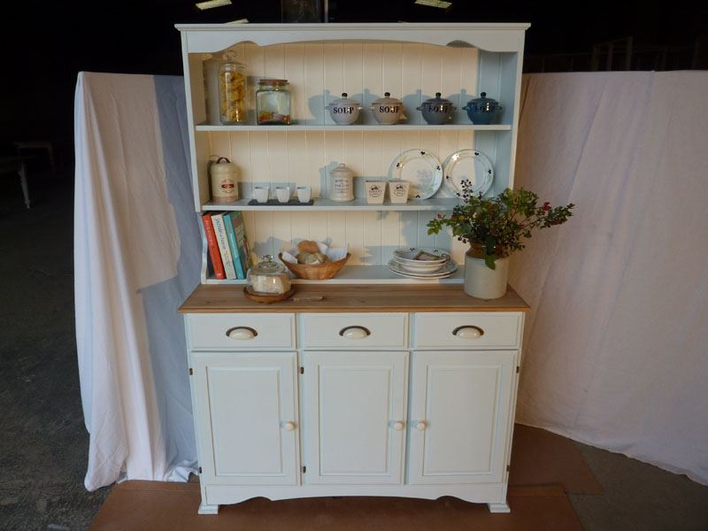Picture Of Country Pine Dresser