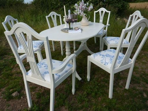 Picture of Classical Table with 6 Chairs