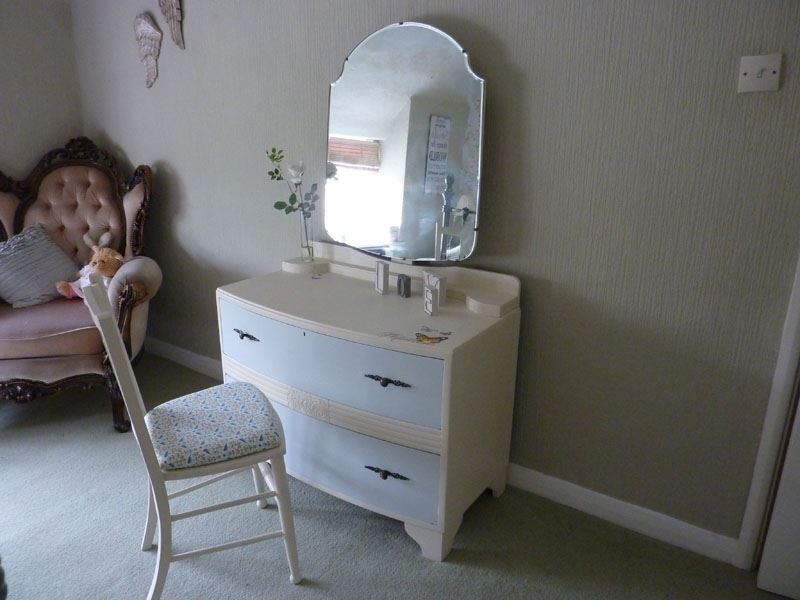 Picture of Petite Dressing Table and Chair