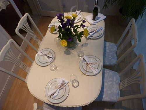 Picture of Shabby Chic Extending Dining Table with 6 Chairs