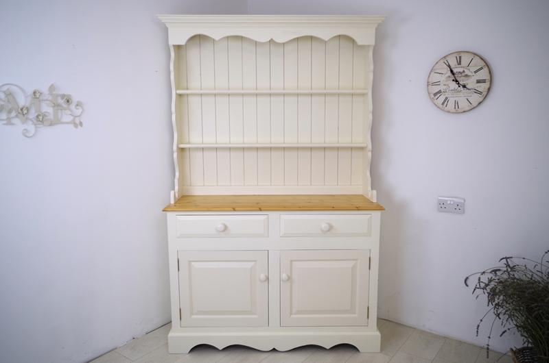 Picture of Elegant Pine Dresser