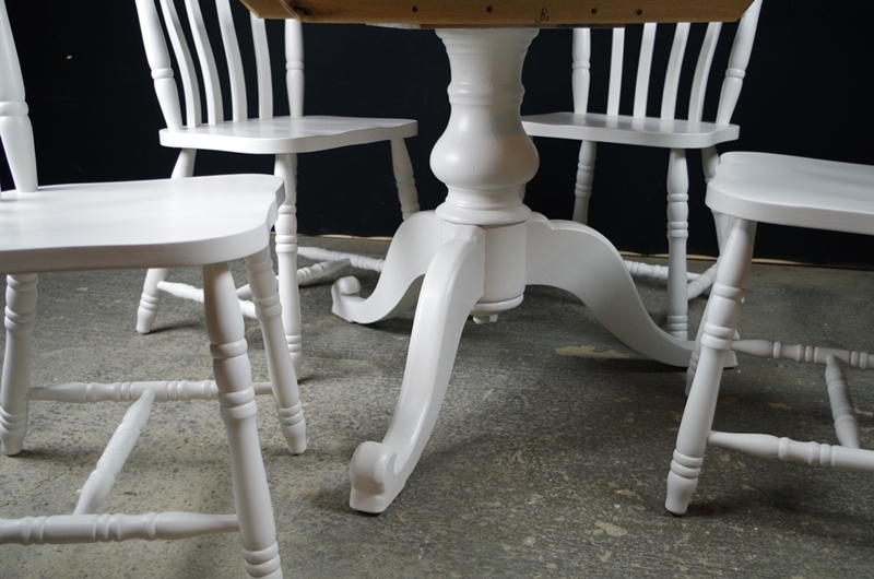 Round Pedestal Pine Table 4 Farmhouse Chairs Painted