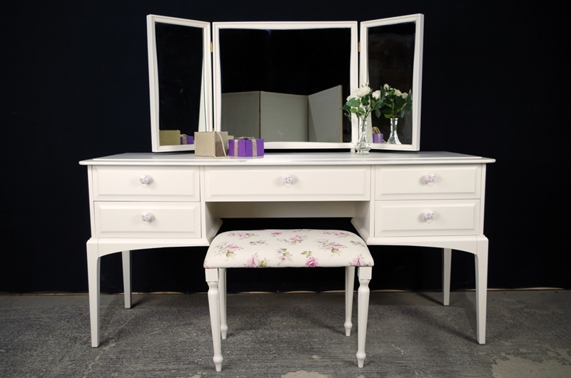 Picture of Stag Dressing Table and Stool - English Roses