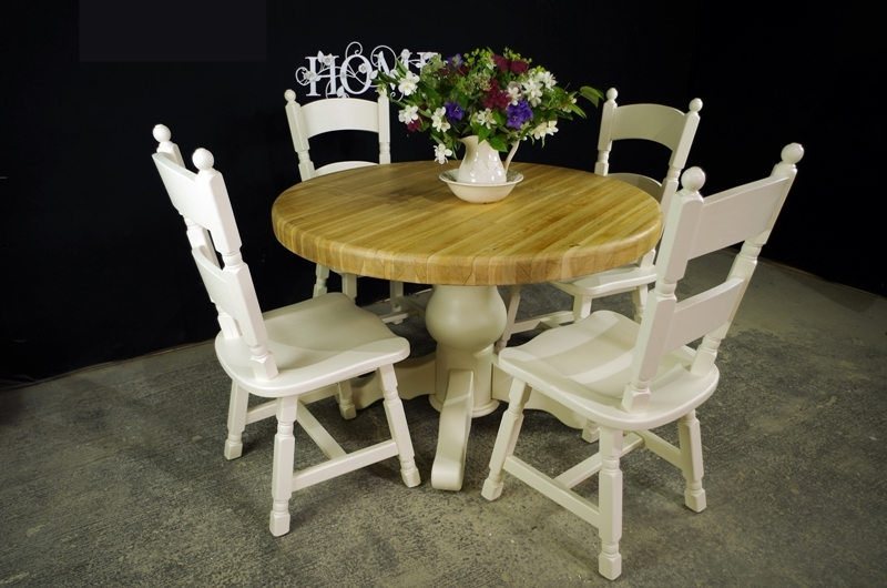 round oak block pedestal table and 4 oak chairs painted vintage antique farmhouse furniture. Black Bedroom Furniture Sets. Home Design Ideas