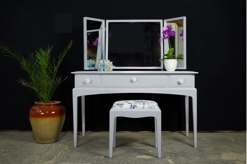 Picture of Petite Stag Minstrel Dressing Table with Stool