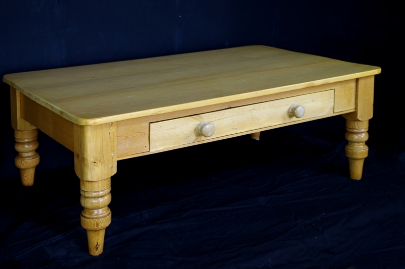 Antique pine farmhouse coffee table painted vintage for Pine farmhouse coffee table